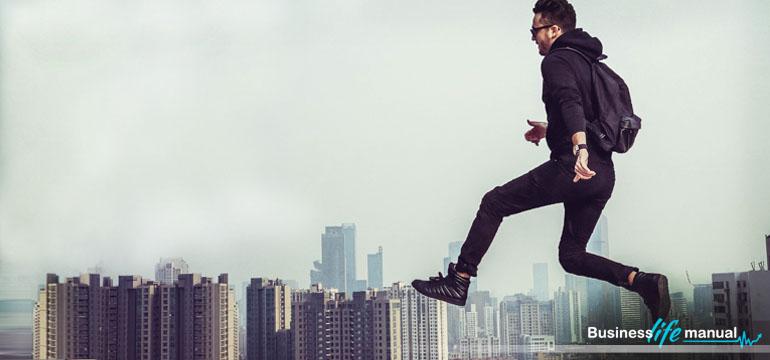 Jak wyróżnić się w pracy i błyskawicznie przyspieszyć swój rozwój - Business Life Manual