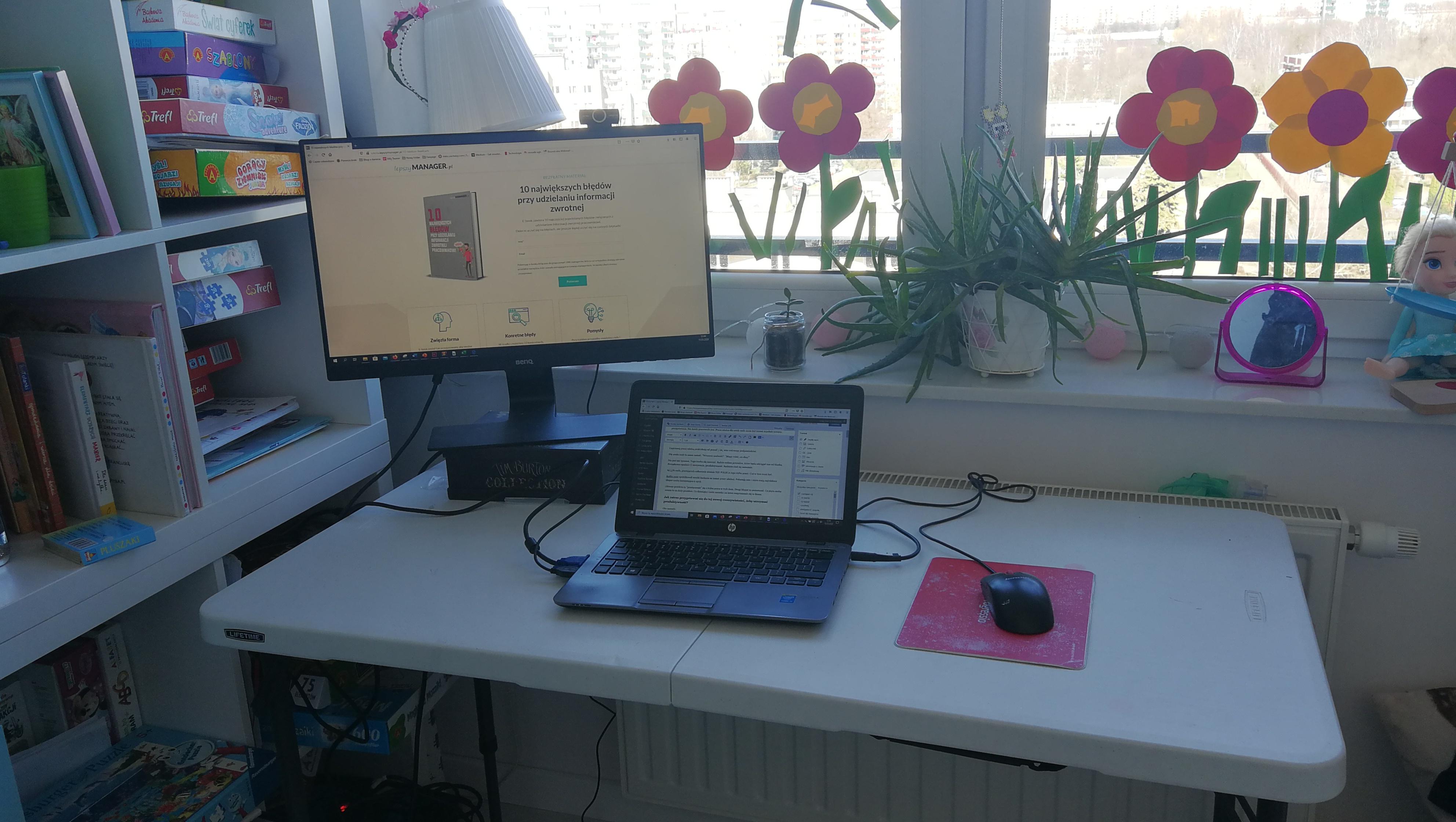 praca zdalna biurko